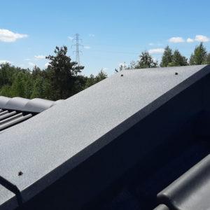 Nowy dom na sprzedaż - widok dachu domu w budowie